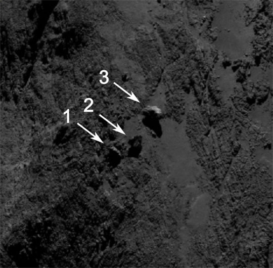 De tre fritstående klipper på komet 67P