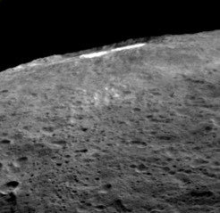 Haze and bright spots: When sunlight reaches the Occator crater, a kind of haze of dust and evaporating water forms there. This haze can only be discovered by looking at it laterally, as has been done here.
