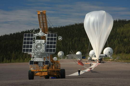 The solar observatory Sunrise is borne by a helium balloon to a float height of more than 35 kilometers.