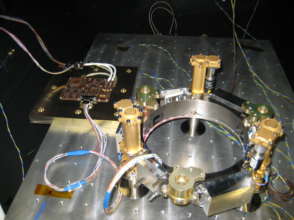 Coupling test between the drive electronics and the electromechanical leveling system.