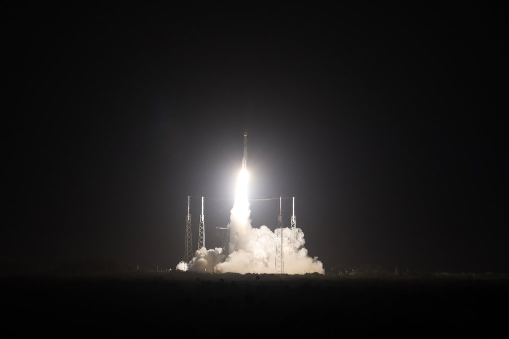 The Solar Orbiter spacecraft has been successfully launched on its journey to the Sun. At 5.03 a.m. Central European Time, the probe took off today from the Kennedy Space Center in Cape Canaveral (USA) on board an Atlas V 411 rocket. A little over an hour later, at about 6.25 a.m., the decisive signal was received: the two solar panels were successfully unfolded; the expedition to the Sun has begun. MPS has contributed hardware to four of the ten scientific instruments on board Solar Orbiter.